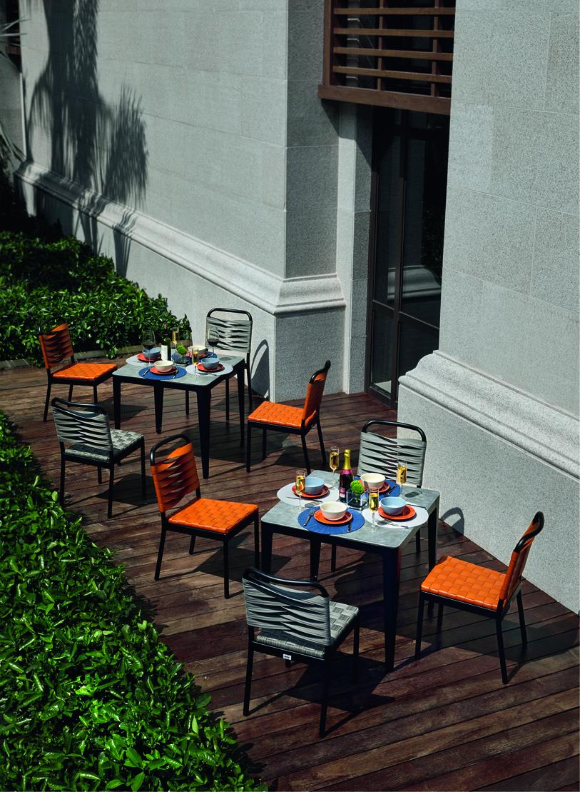 Table de jardin avec chaise